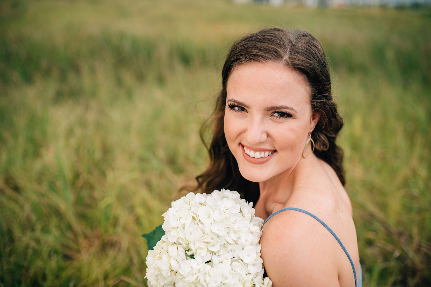 unclose picture of a girl with white bouquet of flowers