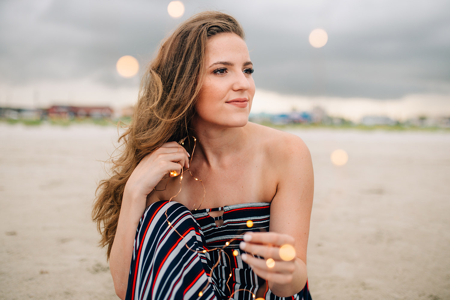 bokeh effect in a picture of a girl on the beach